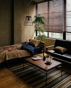 If you are looking for ideas on the best ways to embellish your tiny bedroom, take a look at these superb space-saving design and furniture ideas that will make you want to bliss out on all the bedding. Small Space Bedroom, Small Room Design, Design Room, Bed Design, Small Room Interior, Design Furniture, Furniture Ideas, Interior Design Tips, Design Ideas