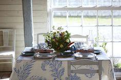 Schöner Wohnen im Landhaus-Stil: Die 7 wichtigsten Tipps (Foto romantic dining table © JohanKalen – Fotolia.com)