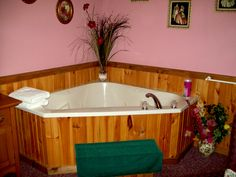 English Meadow Suite - enjoy your in room two person jacuzzi tub!