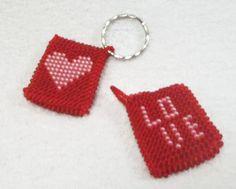 Брелоки для ключей в технике вязания крючком из бисера Trinkets for keys in the art of knitting of beads.