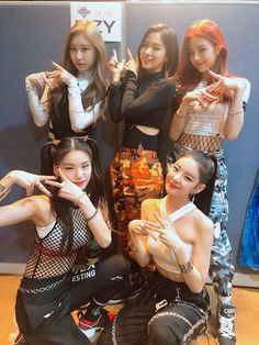 Image about kpop in itzy by (◕‿◕✿) on We Heart It Kpop Girl Groups, Korean Girl Groups, Kpop Girls, K Pop, Rapper, Programa Musical, Poses, Beautiful Asian Girls, Pretty Girls
