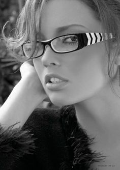 Women's Eyeglasses are designed to suit the tastes of fashion-conscious women. With a full-rim metal frame and artistically crafted armatures, these rectangular eyeglasses in black are sure to make you stand out from the crowd. These full-rim eyeglasses promise unobstructed optical clarity too.