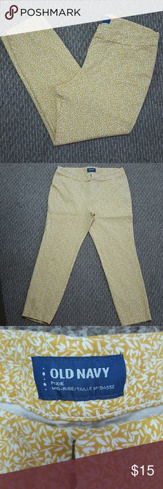 Old Navy Pixie Pants Super cute Old Navy Pixie Pants.   Never worn! Old Navy Pants Ankle & Cropped