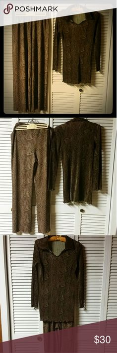 Maria Gabrielle NY Pantsuit Gorgeous ribbed 2 piece pantsuit by Maria Gabrielle New York. Flowing satiny material is light and airy with earth tones that are electric with gold jewelry. Excellent with sandals or flashy heels and everything in between. Size MEDIUM, EUC, no flaws. Maria Gabrielle NY Pants
