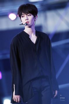 Baekhyun - 170527 Exoplanet - The EXO'rDium [dot] Credit: 현재백현중. Baekhyun Chanyeol, Exo Bts, Kpop Exo, Bts And Exo, Park Chanyeol, Chanbaek, Baekyeol, Kris Wu, K Pop