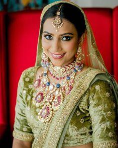 Indian Jewellery Design, Indian Jewelry, Indian Wedding Bride, Indian Weddings, Bridal Lehenga Collection, Jewelry Design Earrings, Bridal Looks, Sari, Tops