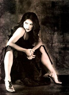 Salma Hayek Gorgeous Legs