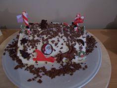 kerstrol met witte chocoladebotercreme en rodevruchten konfituur