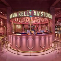 If you are tired of the Millennial Pink then you shouldn't go visit Amsterdam restaurant MaMa Kelly ! Located at the Olympisch Stadion in Amsterdam outskirts, the square-foot, 230 seats entirely pink restaurant has an interesting concept: they Boutique Interior, Salon Interior Design, Restaurant Interior Design, Salon Design, Design Hotel, Amsterdam Restaurant, Deco Restaurant, Hotel Amsterdam, Cafe Design