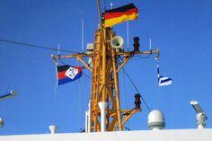 """Am 2 Januar ist die """"Frisia"""", unter blauem Himmel, auf dem Wege zur Insel Norderney."""