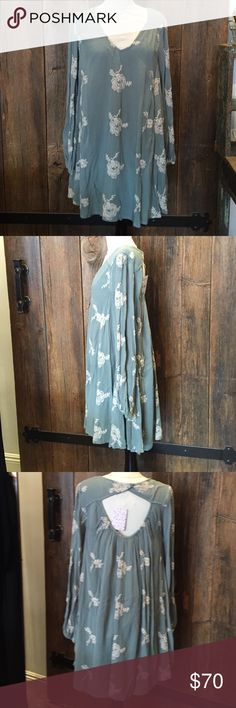 """Free People Emma dress Free People Emma dress in mist green. Measures 36"""" from top of shoulder seam to bottom hem. Dress is fully lined and has self side pockets. She'll is 100% rayon, liner is 100% cotton. Free People Dresses Midi"""