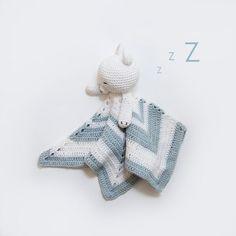 Gratis oppskrift (på norsk) på verdens søteste heklede koseklut til en liten baby eller barn. Hekleoppskrift koseklut. Passer for nybegynnere.
