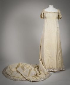 Evening gown (wedding gown?) in silk, 1807-1810. Collection Gemeentemuseum Den…
