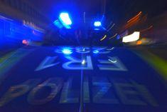 """~ 👈Ein im Schrank versteckter Liebhaber hat in Bremerhaven zwei Polizeieinsätze ausgelöst. Eine 38-jährige Frau habe """"um jeden Preis"""" zu verhindern versucht, dass ihr Lebensgefährte den Liebhaber entdeckt, wie ein Polizeisprecher am Montag sagte. Lieber ließ sie sich festnehmen ~"""