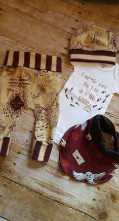 Harry Potter Baby Newborn Gift Set * Grow With Me Marauders Map Baby Leggings * NB bodysuit * Fashion Bib * Mischief Managed * Harry Potter Baby Harry Potter, Harry Potter Baby Clothes, Harry Potter Nursery, Baby Leggings, Trendy Baby, Baby Outfits, Nerdy Baby Clothes, Foto Baby, Baby Gift Sets