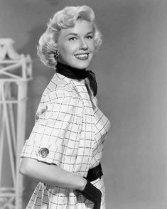 Welcome to Heck Yeah Doris Day! Sit down, take a look around, and discover why Doris has enamored. Vintage Hollywood, Hollywood Glamour, Hollywood Actresses, Classic Hollywood, Actors & Actresses, Vintage Tv, 1950s Hair And Makeup, 1950s Hairstyles, Old Movie Stars