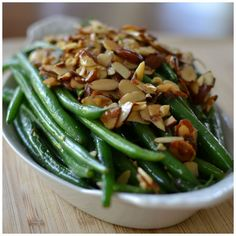 Green Beans with Toasted Almonds and Garlic combines french style green beans, toasted almonds, minced garlic and lemon juice into an amazing side dish!