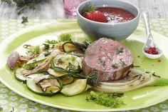 Das Rezept für Rinderfilet mit Pfeffer-Erdbeer-Soße mit allen nötigen Zutaten und der einfachsten Zubereitung - gesund kochen mit FIT FOR FUN