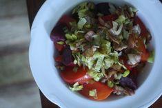 Beet Salad with Crispy Leeks and Bacon | Big Girls Small Kitchen http://www.biggirlssmallkitchen.com/2011/11/beet-salad-with-crispy-leeks-and-bacon.html
