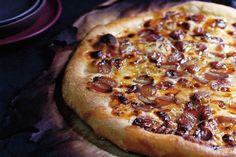 Gorgonzola and Grape Pizza / Photo by Romulo Yanes