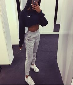 Cute Lazy Outfits, Chill Outfits, Swag Outfits, Cute Outfits With Sweatpants, Casual Nike Outfits, Lazy Day Outfits For School, Sweats Outfit, Movie Night Outfits, Grey Leggings Outfit