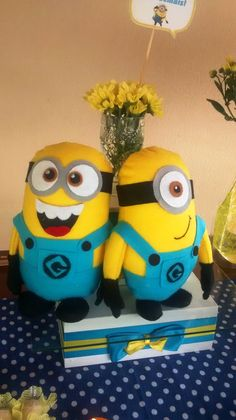 Minions divertidos para decoração de festa infantil.