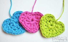Free Crochet Pattern for a Sweet Little Heart. ❤CQ #crochet #hearts #valentines