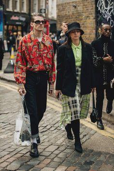 Die Besucher-Looks der London Fashion Week Men's - Mode für Frauen Patagonia Pullover, Fleece Pullover, Pullover Outfit, London Fashion Weeks, Street Style Trends, Street Styles, Streetwear Mode, Streetwear Fashion, Men Street