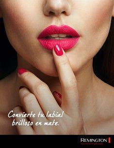 ¡Es muy simple! primero debes de maquillarte los labios con tu labial brilloso, después colócate un pedazo de papel encima de ellos, coloca polvo mate encima y listo. Lipstick, Makeup, Tips, Beauty, Lips, Paper Envelopes, Make Up, Advice, Maquiagem