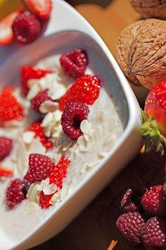 Owsianka jest zdrowa, dlaczego? Odpowiedź znajdziecie na blogu www.quality4life.pl Strawberry, Fruit, Food, Essen, Strawberry Fruit, Meals, Strawberries, Yemek, Eten