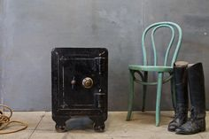 Dillinger Jewelry Cast Iron Safe Cabinet : Factory 20