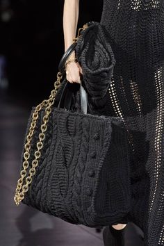 Dolce & Gabbana Fall 2020 Ready-to-Wear Fashion Show - Vogue Knit Fashion, Fashion Bags, Fashion Accessories, Womens Fashion, Fashion Clothes, Fashion Fashion, 2020 Fashion Trends, Fashion 2020, Fashion Show