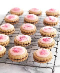 Belgian Biscuits - from Lane's Bakery! Kiwi Recipes, Gourmet Recipes, Baking Recipes, Cookie Recipes, No Bake Desserts, Dessert Recipes, Belgian Cuisine, Belgium Food, Tea Biscuits