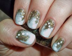Gold and white themed Christmas nail art. Bring in the white and gold colors. Use glitter polish for the gold and white polish for the rest of the design. It looks beautiful and elegant at the same time.