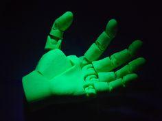 Poseable Human Hand 16 points of Articulation by jasonwelsh - Thingiverse Great for artists! Impression 3d, Scanner 3d, Desktop 3d Printer, 3d Printer Projects, Mechanical Hand, 3d Prints, 3d Design, Hands, Ramen Noodles