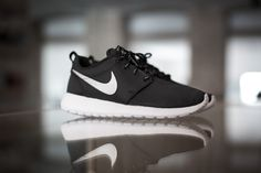 NIKE WMNS ROSHERUN BLACK/MTLC PLATINUM-WHITE available at www.tint-footwear.com/wmns-nike-rosherun-094  nike roshe rosherun roshes sneaker black platinum