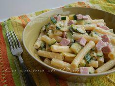 Pasta ai quattro formaggi con zucchine e prosciutto