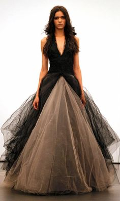 very nice vera wang wedding dress - http://casualweddingdresses.net/favorites-from-the-runway-vera-wang-wedding-dress-bridal-runway-2012-and-2013/