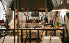 Wohlbehagen in der Säulenhalle – Das Brenner in München ist ein innovatives Restaurantkonzept im denkmalgeschützten ehemaligen Marstall. Dort, in der Maximilianhöfen, haben die Münchner Gastro-  nomen Rudi Kull und Albert Weinzierl ein großzügiges und äußerst zeitgemäßes Lokal geschaffen.