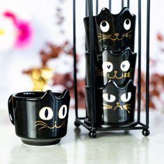 Dans cette tour de tasses se cache quatre chats qui n'attendent que du bon café  «L'amoureux», «Grincheux», «Simplet», «Le béat» pour lequel allez-vous craquer ? Tour, Random Things, Products, Mugs, Love Sick, Cats, Random Stuff, Beauty Products