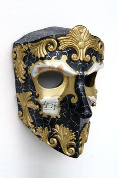 One of the item from the era of decadence, the mask. The benjamin black mask with the blakc and gold colors and the ornaments Mask Images, Cool Masks, Venetian Masks, Beautiful Mask, Baroque Fashion, Black Mask, Wood Patterns, My Black, Masquerade