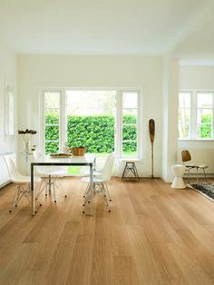 Quick-Step Laminate Flooring - Impressive 'Natural varnished oak' (IM3106) in a modern dining room. To find more dining room inspiration, visit our website: https://www.quick-step.co.uk/en-gb/room-types/choose-the-perfect-dining-room-flooring #salleamanger #eetkamer