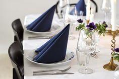 simple christmas table setting via http://www.scandinavianlovesong.com