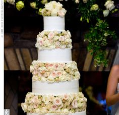 Love the flowers between the layers instead of around the cake........ different