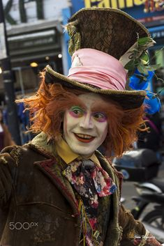 Mad Hatter in Camden market, London, England Crazy Costumes, Camden, Favorite Holiday, Great Britain, London England, United Kingdom, Wonderland, Mad, Alice
