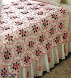 Hobby lavori femminili - ricamo - uncinetto - maglia: copriletto con fiori