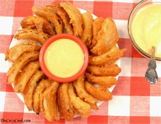These Bloomin' onion bites are so crispy and taste just like from Outback restaurant. Dipping these into homemade Comeback sauce is simply perfection. Finger Food Appetizers, Yummy Appetizers, Appetizer Recipes, Finger Foods, Copycat Recipes, Sauce Recipes, Cooking Recipes, Milk Recipes, Antipasto
