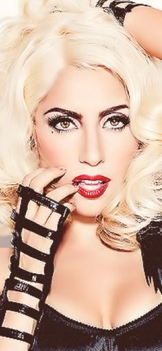 Lady Gaga! She actually looks really pretty in this..
