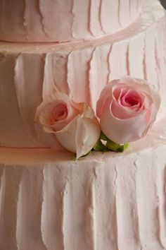 I love this Pink Wedding Cake ~ I wanna wedding crash with a backstory that my family invented the compass ~