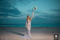 Casamento na praia | Vestido de noiva | Wedding dress | Buquê de noiva | Buquê de flores | Noiva